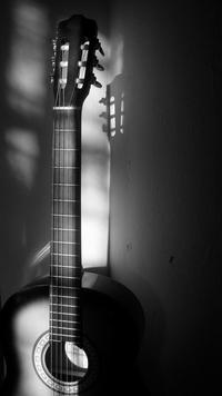 Pour bien débuter à la guitare, jouer régulièrement...